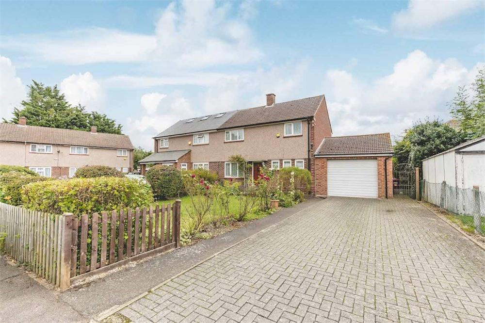 3 bed house for sale in Dashwood Close, Langley, Berkshire, Langley, SL3