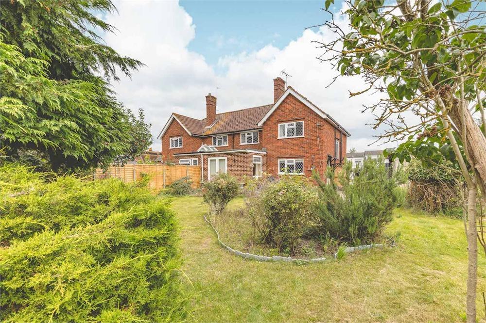 4 bed house for sale in Hitcham Road, Burnham, Buckinghamshire, Burnham  - Property Image 1