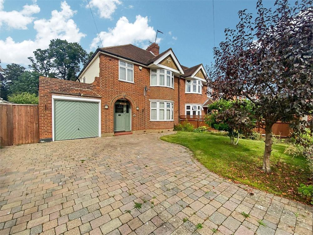 3 bed house to rent in Sutton Avenue, Langley, Berkshire, Langley, SL3