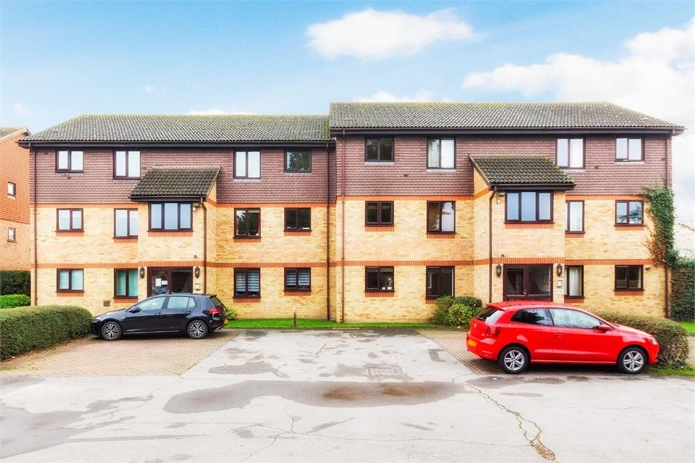 2 bed apartment to rent in Spring Park, Holmlea Walk, Datchet, Datchet, SL3