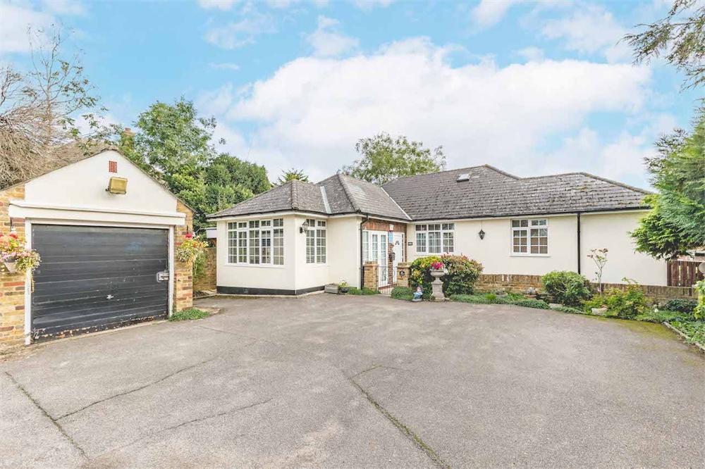 5 bed  for sale in Pole Hill Road, Hillingdon, Middlesex, Hillingdon, UB10