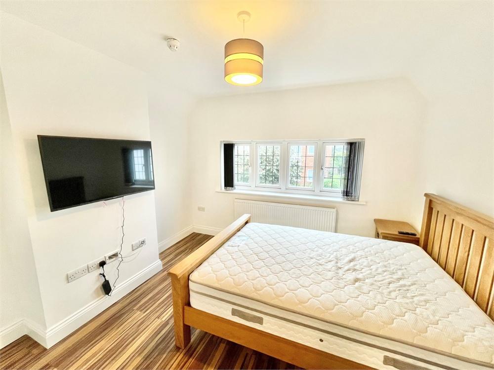 Apartment to rent in Church Street, Burnham, Buckinghamshire, Burnham, SL1