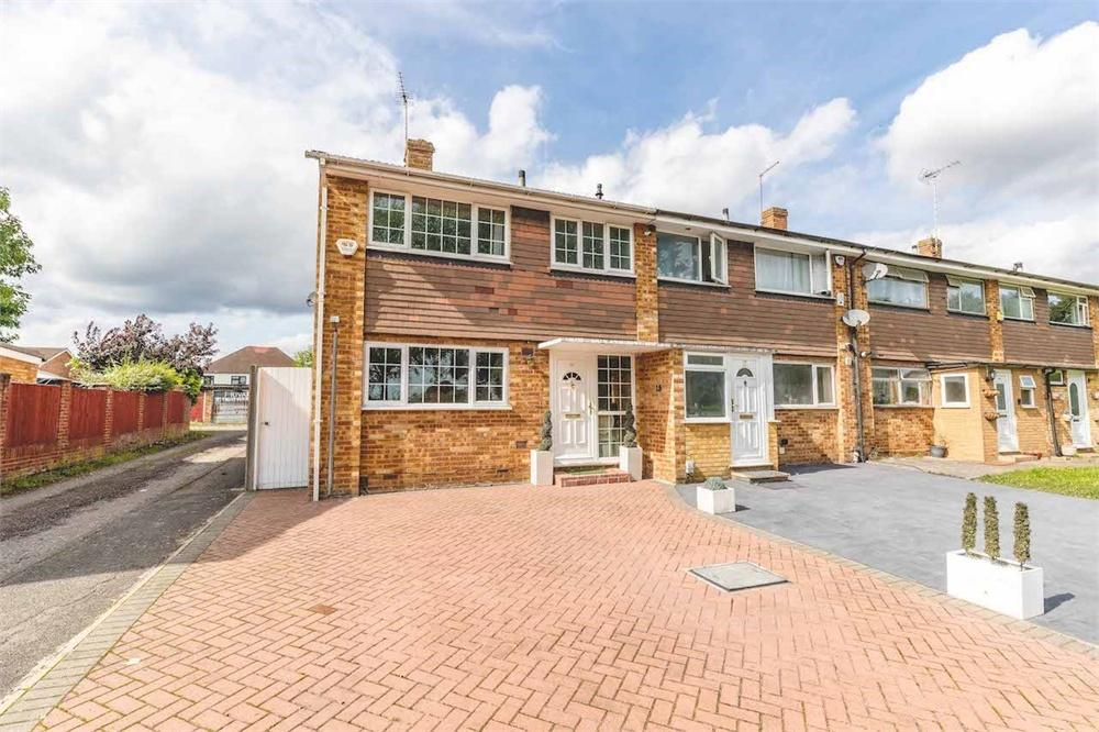 3 bed  for sale in Springate Field, Langley, Berkshire, Langley, SL3