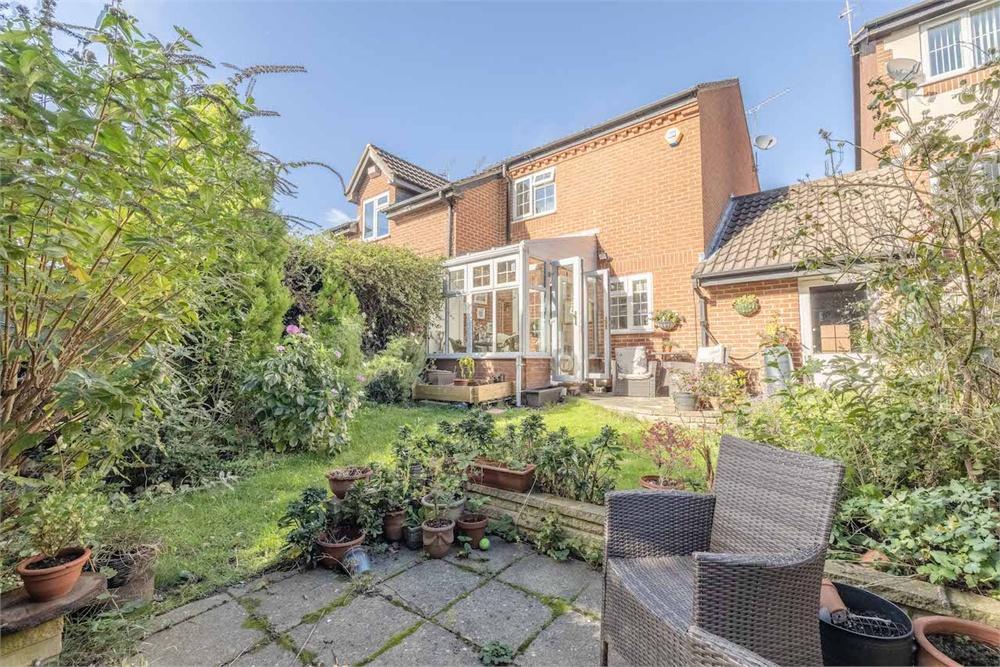 2 bed house for sale in Littlebrook Avenue, Burnham, Berkshire, Burnham, SL2