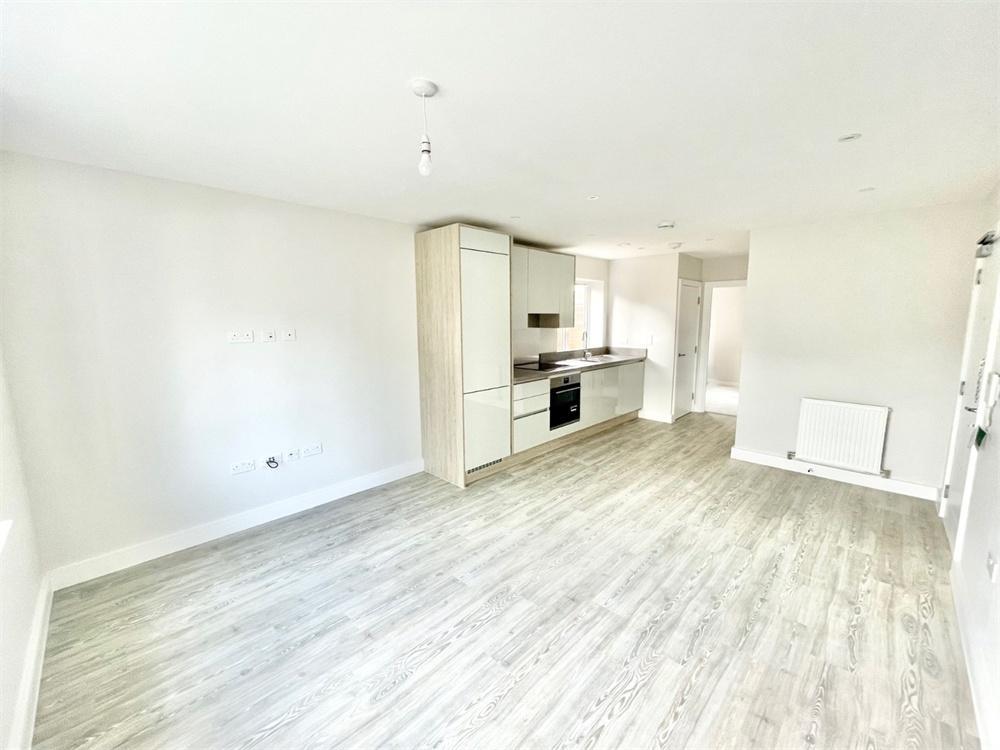 1 bed apartment to rent in Bathurst Walk, Richings Park, Buckinghamshire, Richings Park, SL0