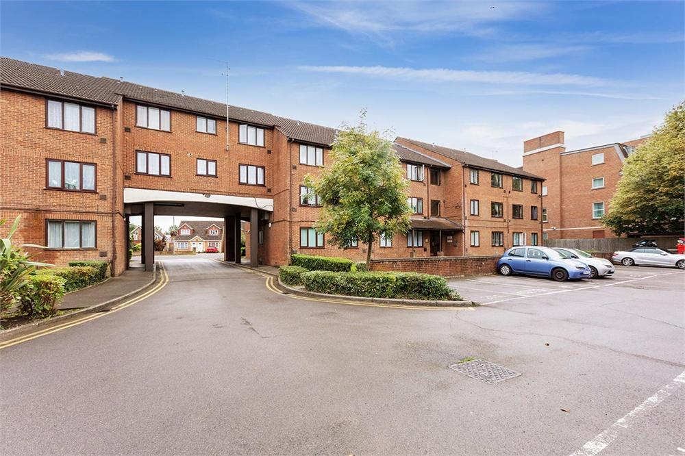1 bed apartment for sale in The Lawns, Old Bath Road, Colnbrook, Berkshire, Colnbrook, SL3