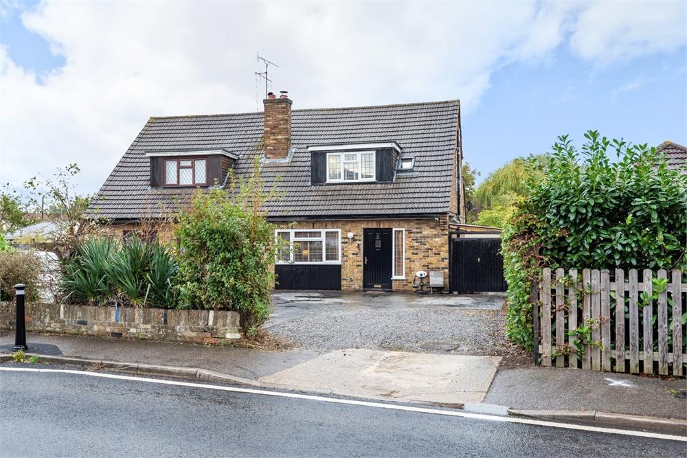 3 bed house for sale in Welley Road, Wraysbury, Berkshire, Wraysbury, TW19