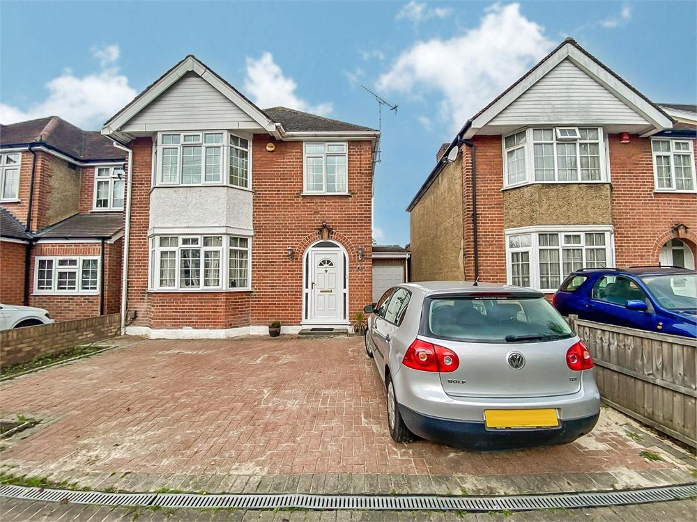 5 bed house to rent in Quaves Road, Langley, Berkshire, Langley, SL3