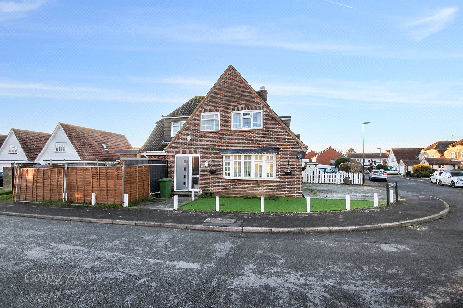 4 bed house for sale in Foxdale Drive, Angmering, BN16