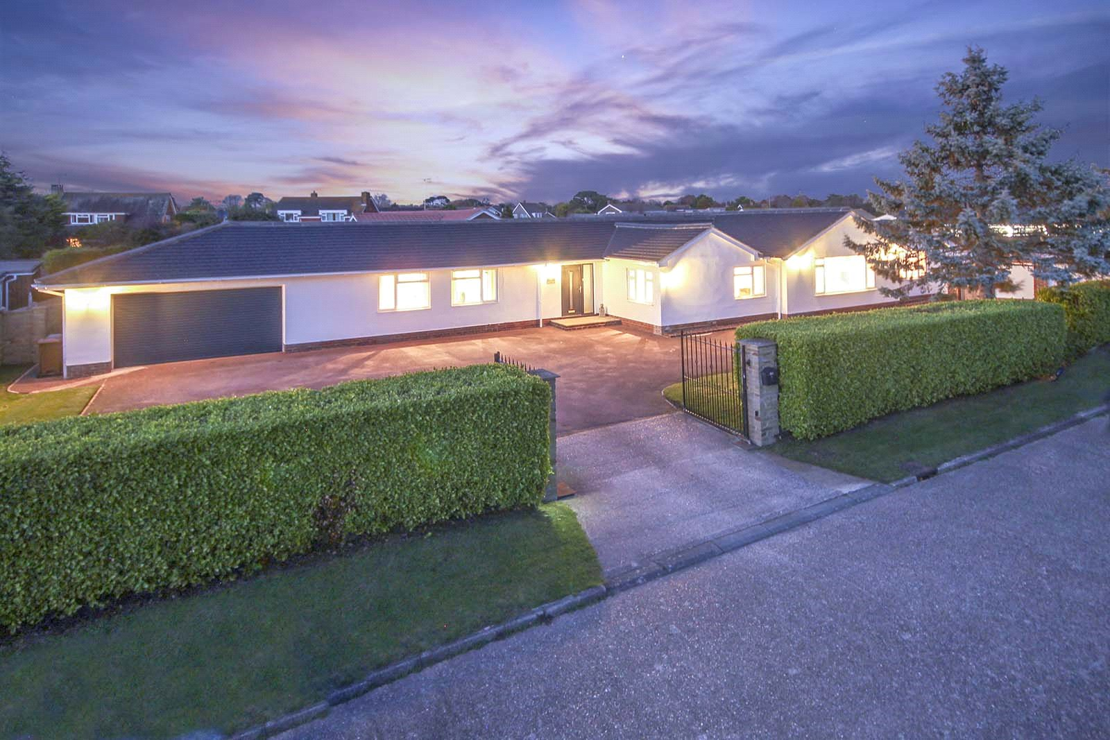 5 bed bungalow for sale in Willowhayne, East Preston, BN16 2TH, BN16