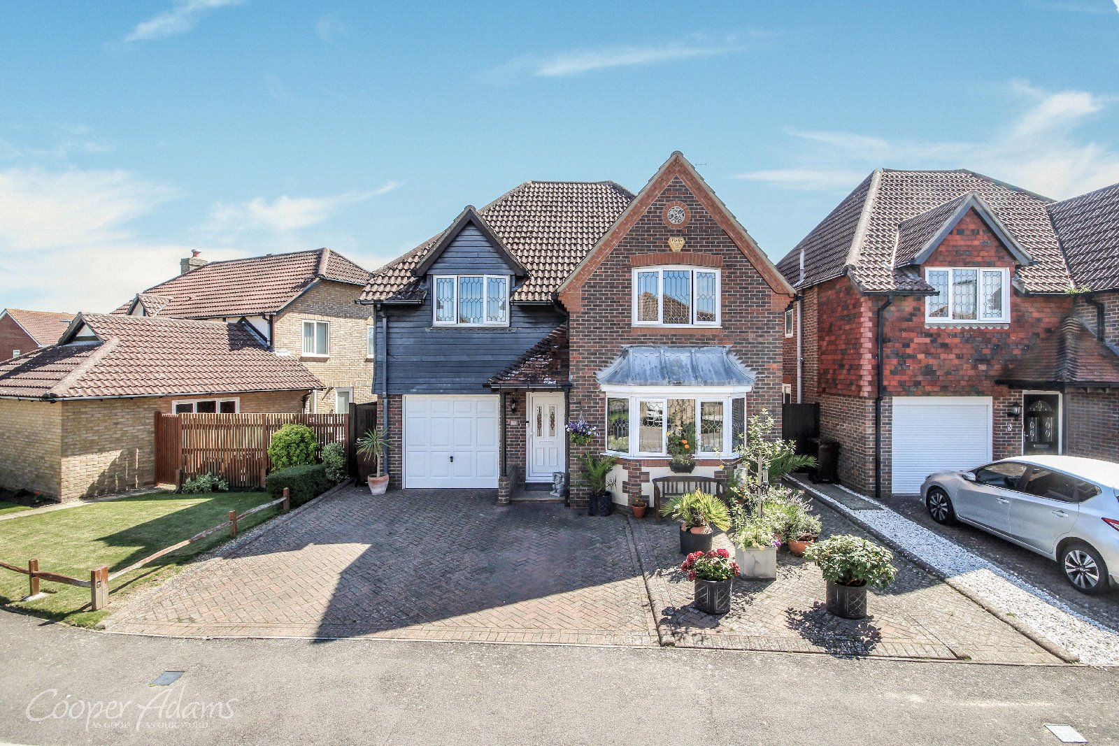 4 bed house for sale in Chatsworth Drive, Rustington, BN16