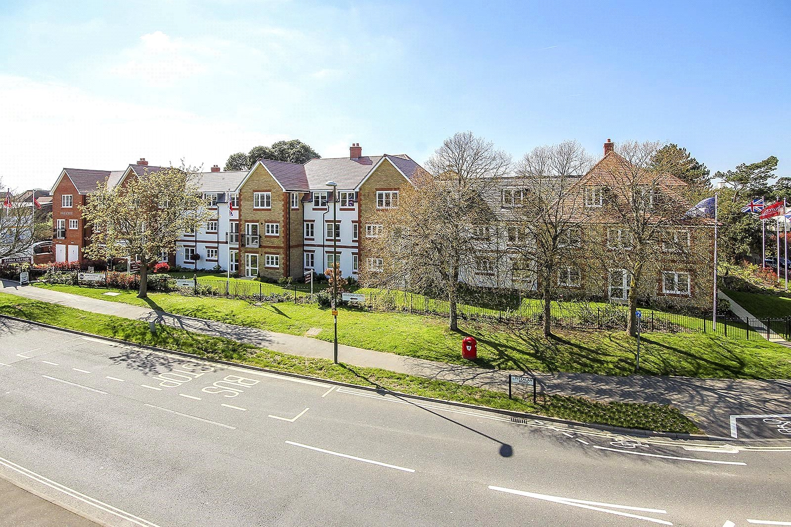 1 bed apartment for sale in Hale Lodge Fitzalan Road, Littlehampton 4
