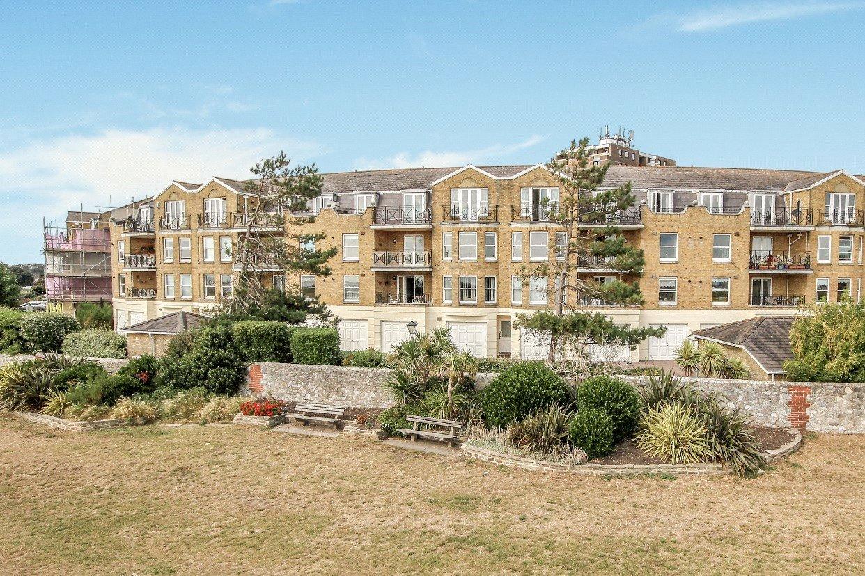 2 bed apartment for sale in Beach Crescent, Littlehampton, BN17
