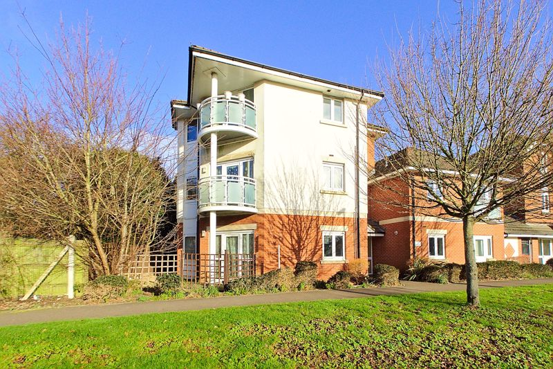 2 bed flat for sale in Swanfield Drive, Chichester  - Property Image 1