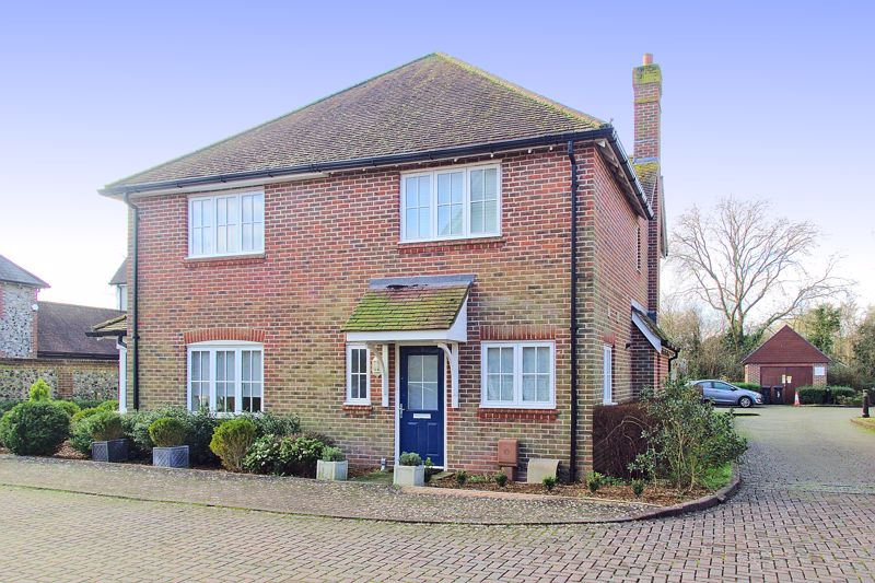 2 bed house for sale in Wealden Drive, Chichester  - Property Image 1
