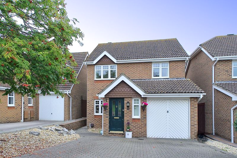 3 bed house for sale in Peacock Close, Chichester - Property Image 1