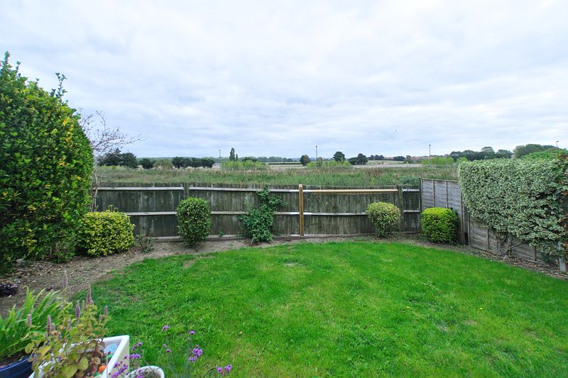 3 bed house for sale in Peacock Close, Chichester 8