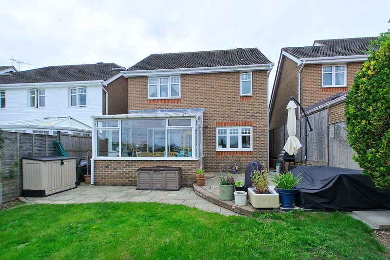 3 bed house for sale in Peacock Close, Chichester  - Property Image 8