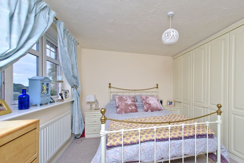3 bed house for sale in Peacock Close, Chichester 5