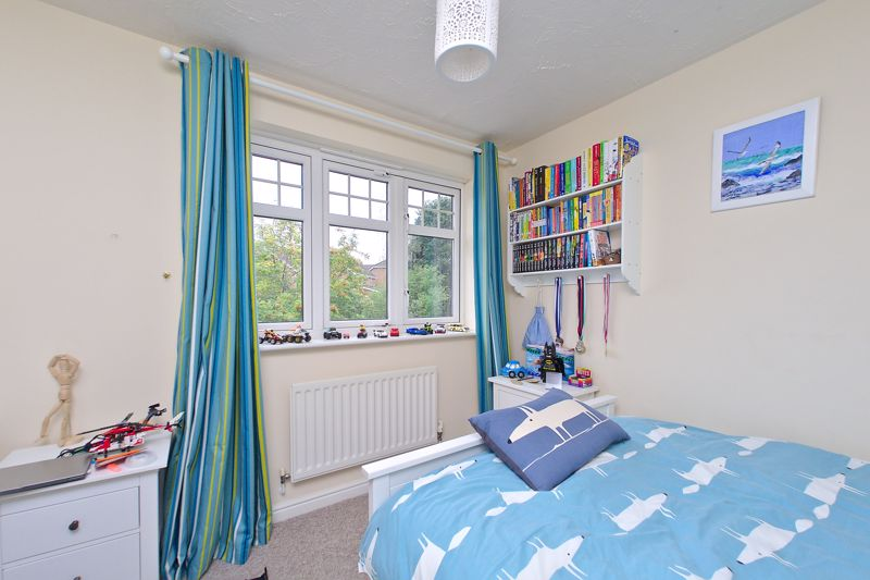 3 bed house for sale in Peacock Close, Chichester  - Property Image 7
