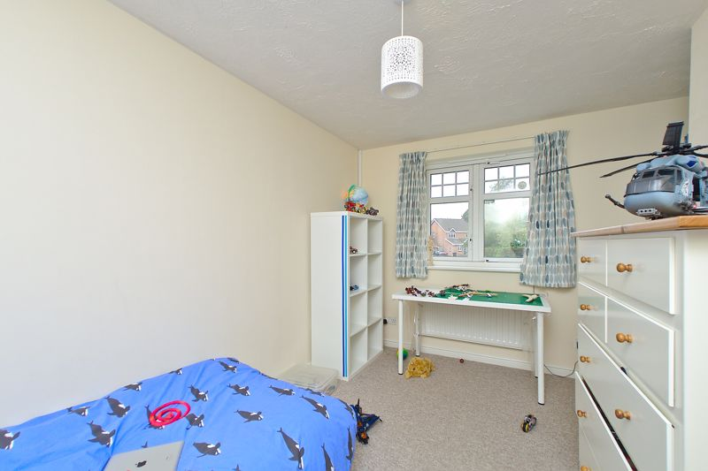 3 bed house for sale in Peacock Close, Chichester 9