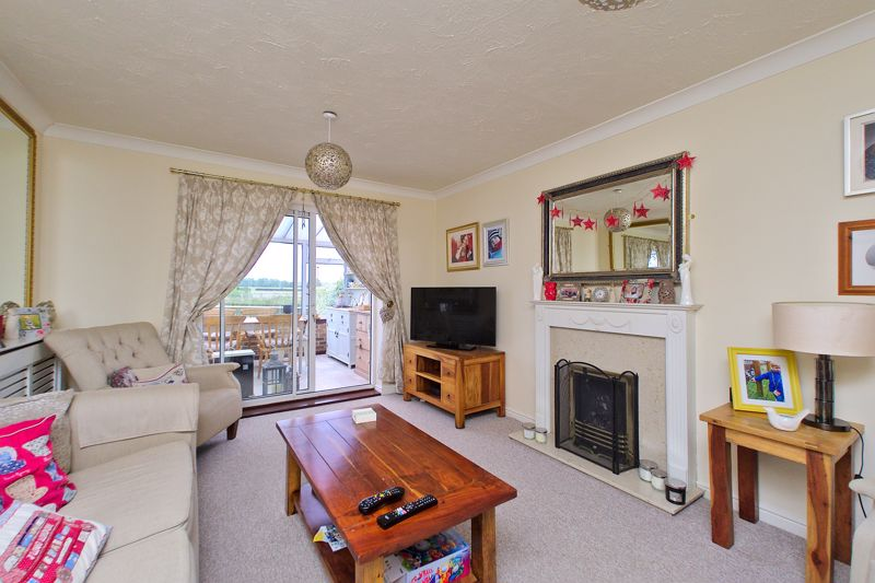 3 bed house for sale in Peacock Close, Chichester 1