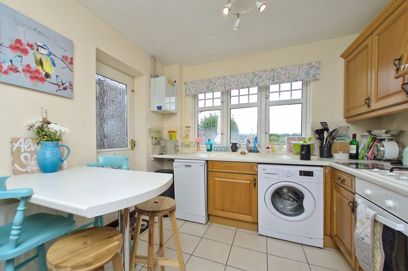 3 bed house for sale in Peacock Close, Chichester 2