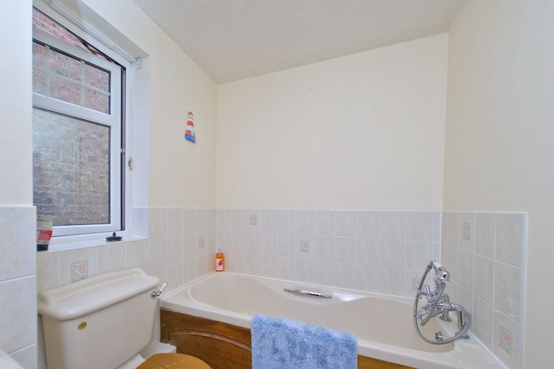 3 bed house for sale in Peacock Close, Chichester 11