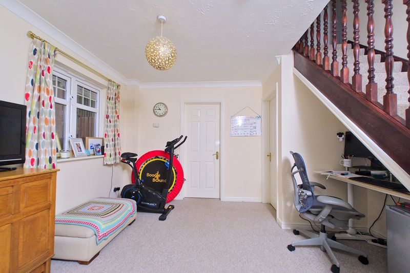 3 bed house for sale in Peacock Close, Chichester  - Property Image 4