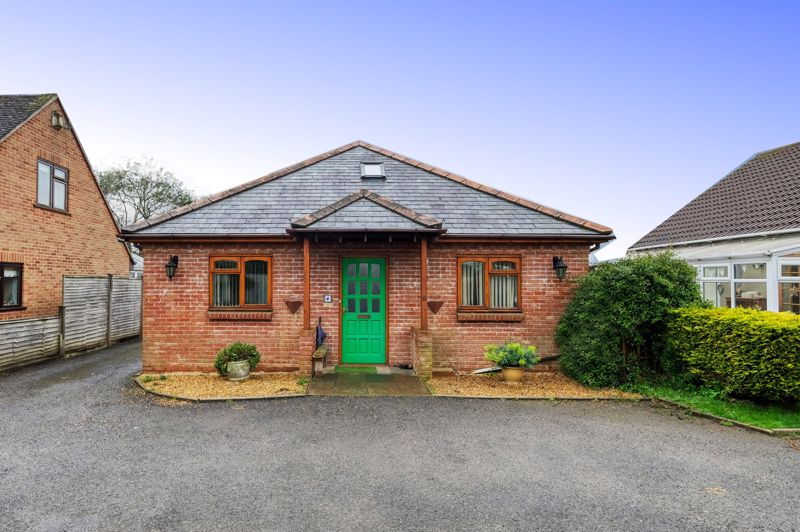 3 bed bungalow for sale in Queens Gardens, Chichester - Property Image 1