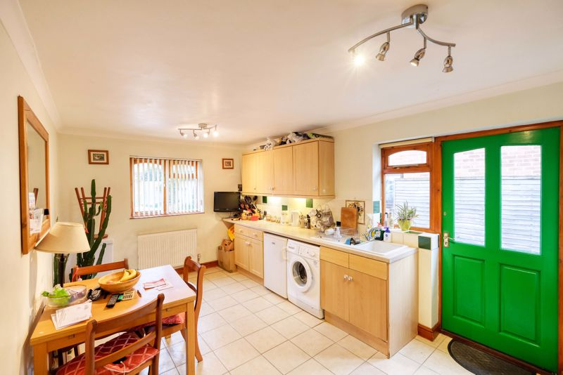 3 bed bungalow for sale in Queens Gardens, Chichester  - Property Image 8