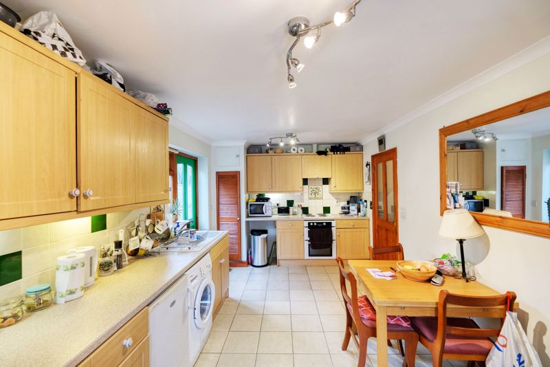 3 bed bungalow for sale in Queens Gardens, Chichester  - Property Image 3