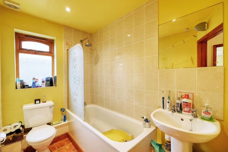 3 bed bungalow for sale in Queens Gardens, Chichester 9