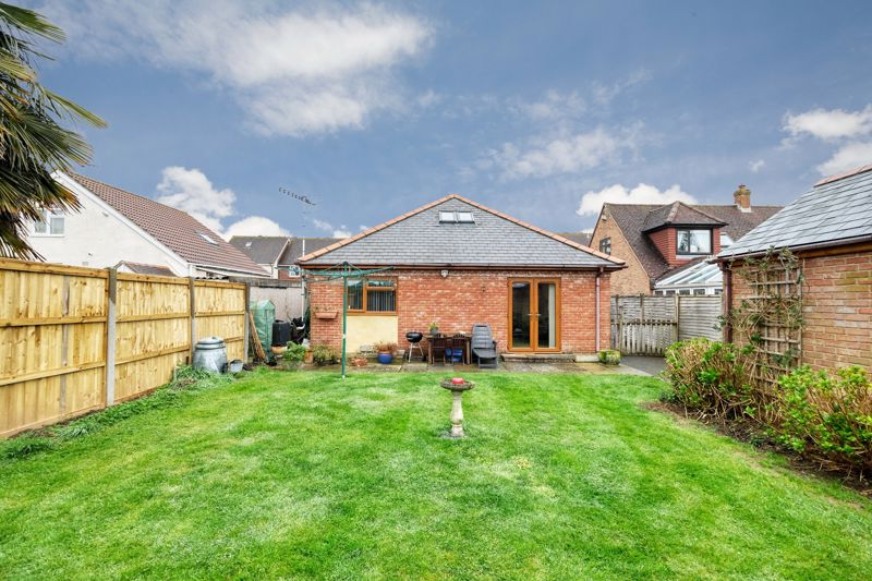 3 bed bungalow for sale in Queens Gardens, Chichester  - Property Image 7