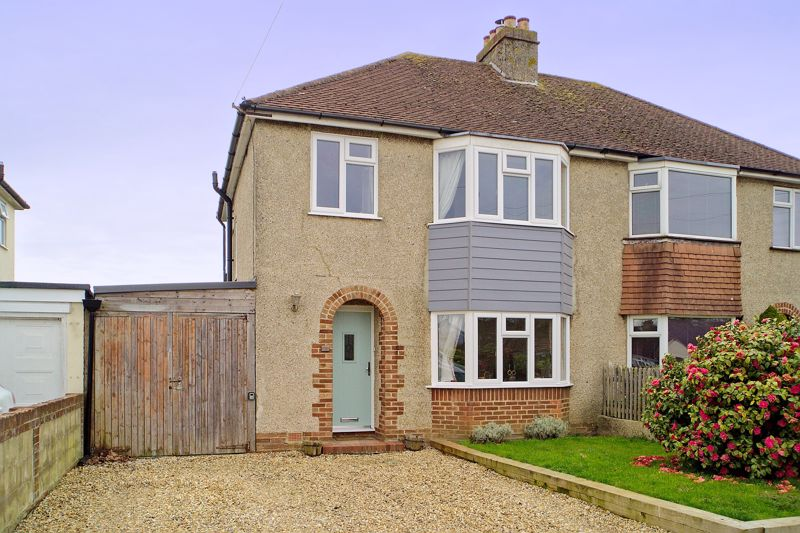 3 bed house for sale in Parklands Road, Chichester  - Property Image 1