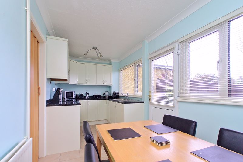3 bed house for sale in Mayfield Close, Bognor Regis 0