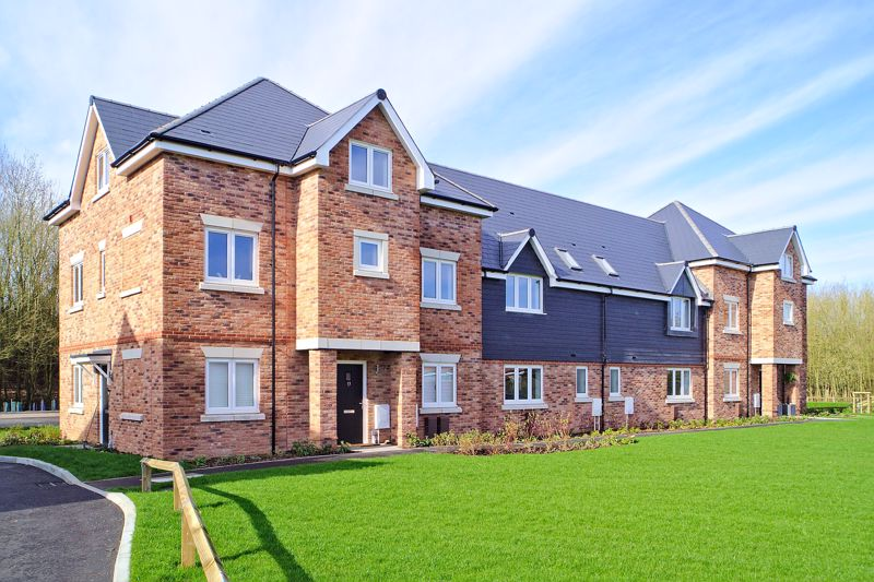 2 bed flat for sale in Clay Lane, Chichester - Property Image 1