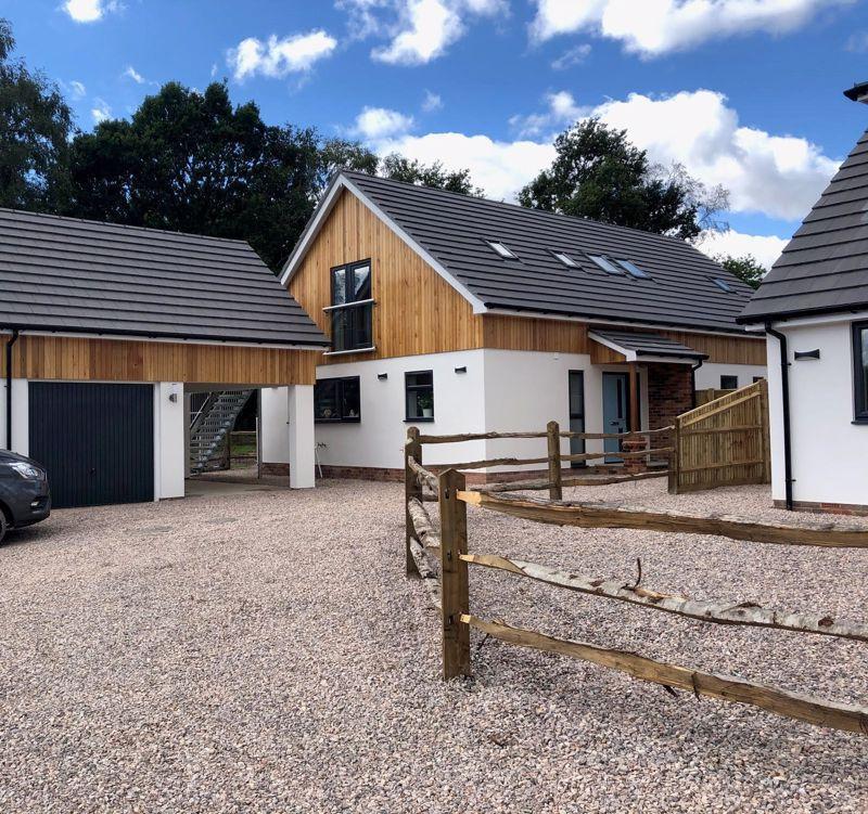 4 bed house for sale in Oakley Lane, Salisbury 0