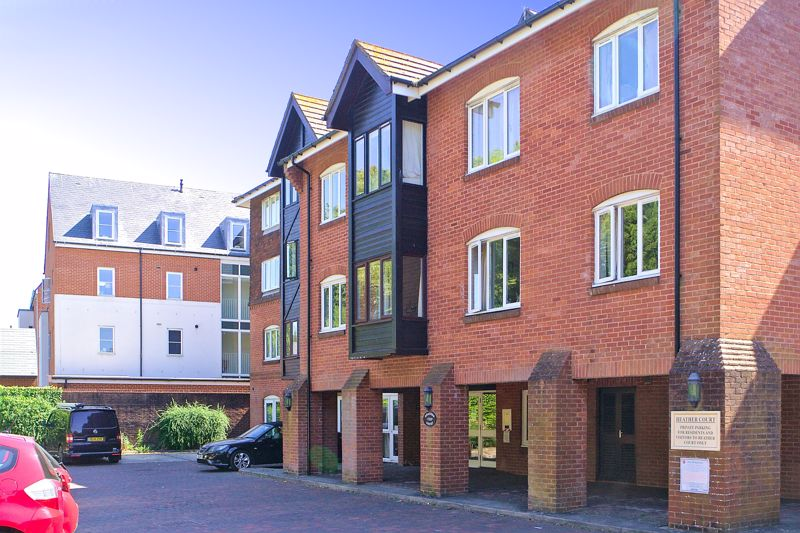 2 bed for sale in Stockbridge Road, Chichester  - Property Image 1