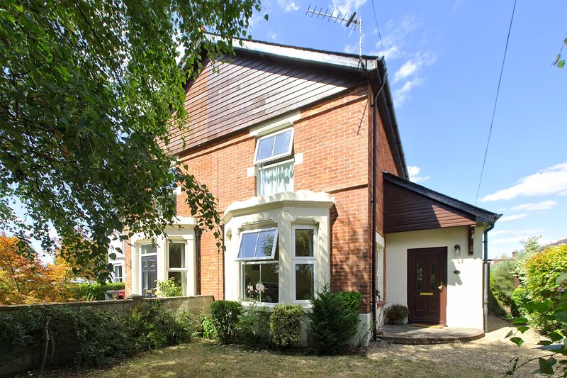 2 bed house for sale in Penwarden Way, Chichester  - Property Image 1