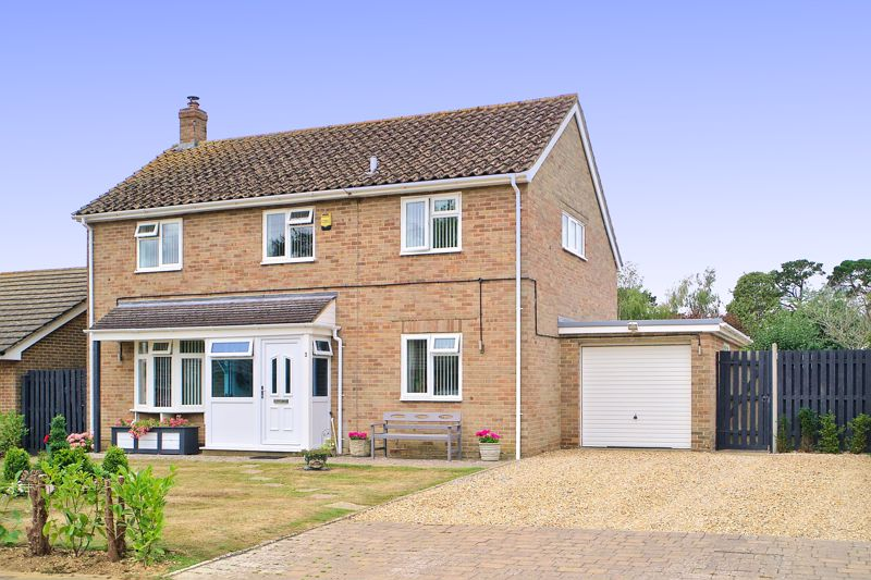 3 bed house for sale in Wandleys Close, Chichester  - Property Image 1
