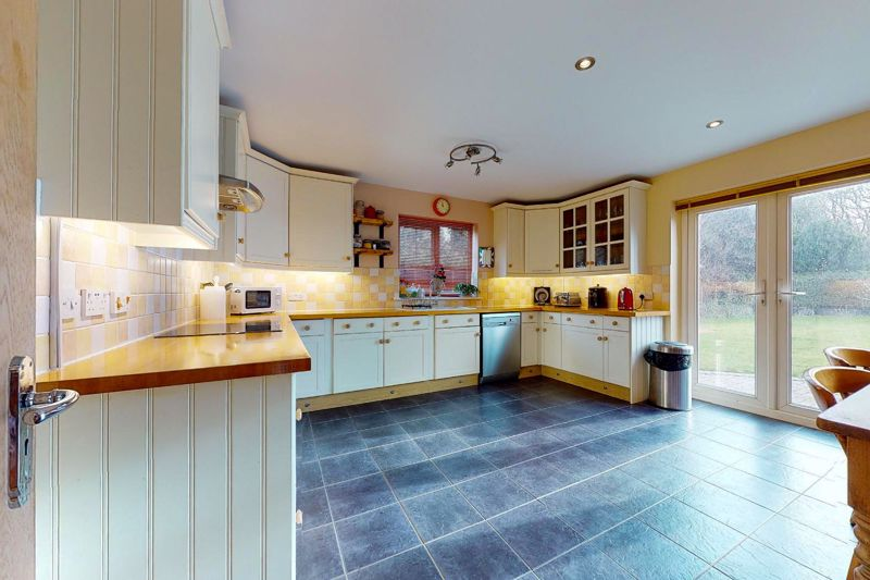 4 bed house for sale in Newells Lane, Chichester  - Property Image 3