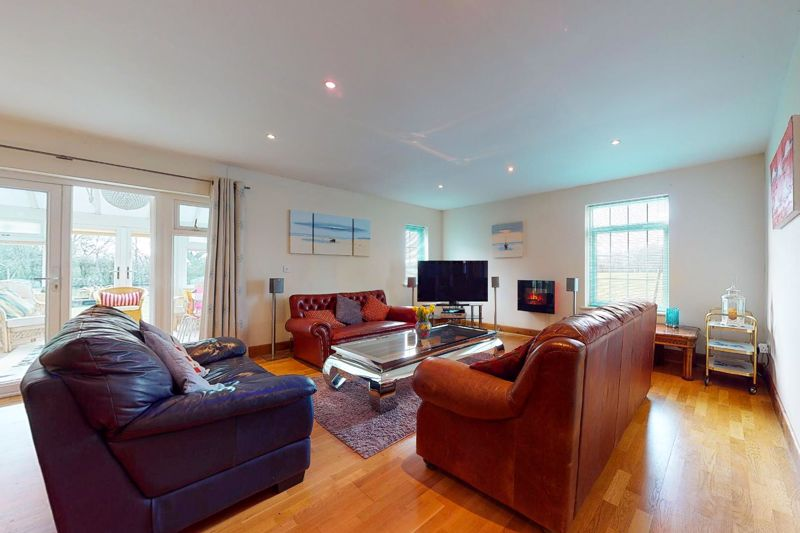 4 bed house for sale in Newells Lane, Chichester 1
