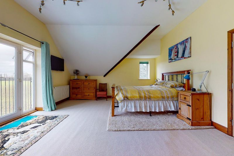 4 bed house for sale in Newells Lane, Chichester 3