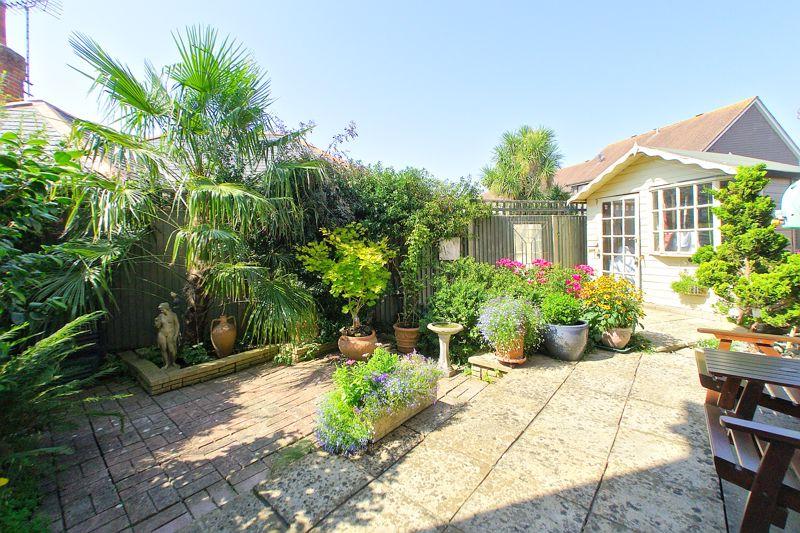 3 bed house for sale in Waterside Drive, Chichester 1
