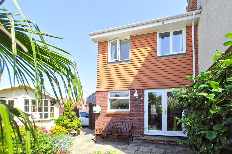 3 bed house for sale in Waterside Drive, Chichester - Property Image 1