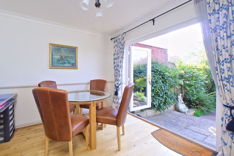 3 bed house for sale in Waterside Drive, Chichester 2