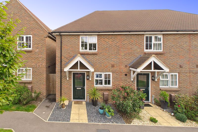 2 bed house for sale in Taylors Copse, Chichester  - Property Image 1