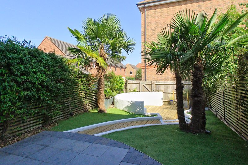 3 bed house for sale in Neville Duke Way, Chichester  - Property Image 8