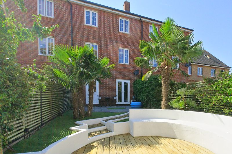 3 bed house for sale in Neville Duke Way, Chichester  - Property Image 9